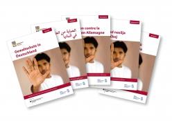 Das Bild zeigt die Titelseite des Ratgebers Gewaltschutz in verschiedenen Sprachausgaben